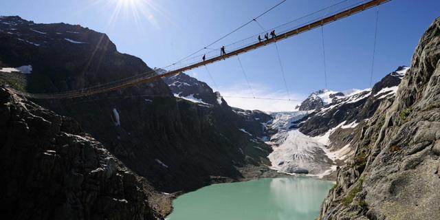 Với những ai thích cảm giác mạnh thì cầu Trift ở dãy núi Alps Thụy Sĩ sẽ không khiến họ thất vọng.
