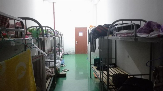 Phòng ngủ trong khu trọ của công nhân.