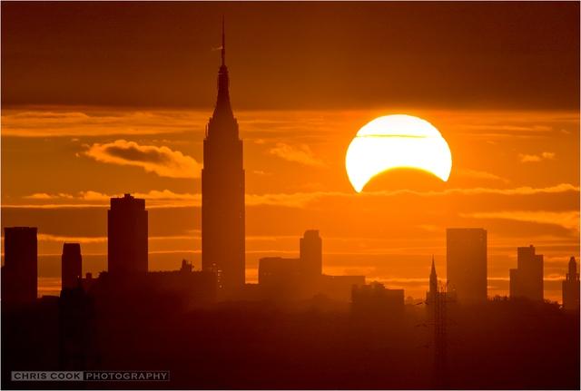 Bức ảnh về nhật thực tại New York.