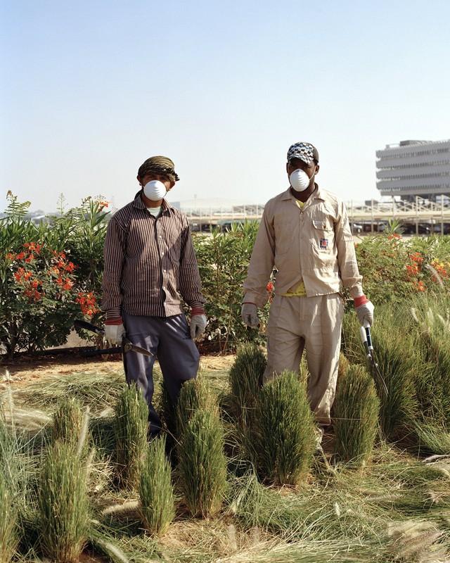 Khi chính quyền UAE thông báo dự án Masdar vào năm 2006, nó đã nhận được số tiền đầu tu 22 tỷ USD. Sau cuộc khủng hoảng tài chính toàn cầu, số tiền này chỉ còn 18 tỷ USD, nhưng thành phố vẫn tiếp tục được xây dựng.