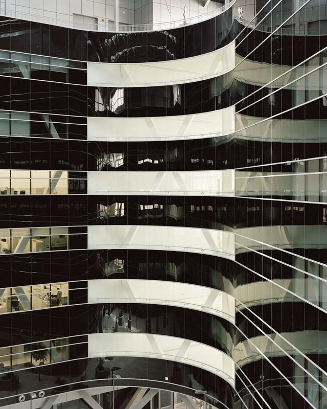 Đây chính là tòa nhà quan trọng nhất của thành phố, cũng là trụ sở Trung Đông của Siemens và Viện Masdar, nó có thiết kế rất hiện đại.