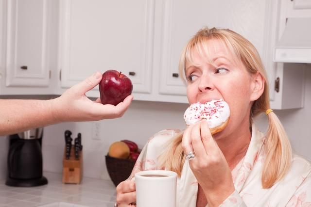 Không thể kiểm soát cảm xúc cá nhân là một trong những nguyên nhân khiến bạn không thể ngừng ăn vặt.