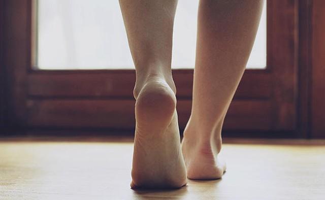 Lớp đệm bàn chân sẽ ngày càng mỏng dần