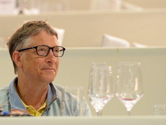Mỗi ngày Bill Gates phải xử lí hơn 100 email.