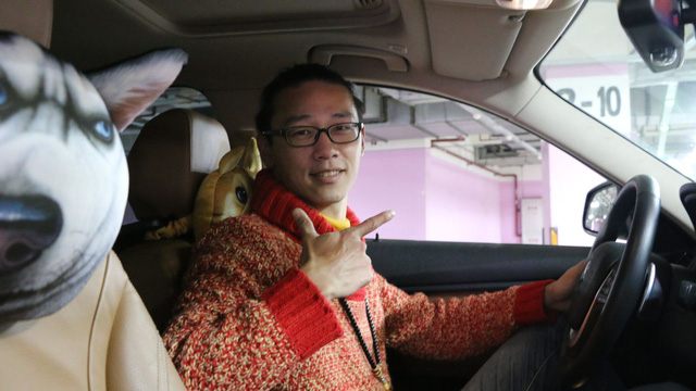 Jasper Fu bên trong chiếc BMW Series 3 của anh