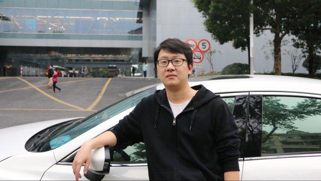 Lái xe Tommy Wu bên chiếc Mazda 6