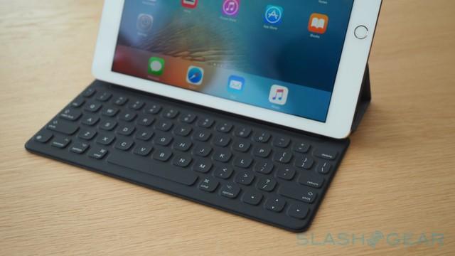 Bàn phím Smart Keyboard dạng nhỏ đã được tùy chỉnh lại.
