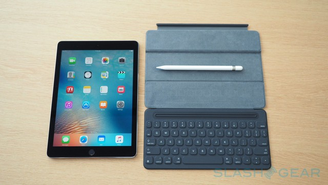 Tương tự như thế hệ trước đây, iPad Pro 9,7 inch cũng hộ trợ bút Pencil.