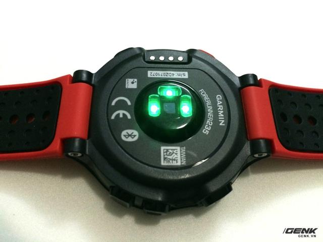 Cụm cảm biến đo nhịp tim hoạt động liên tục.