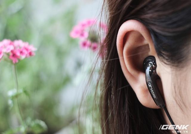 Khi đeo trên tai