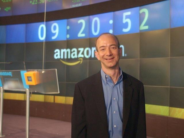 Jeff Bezos vào năm 2003.