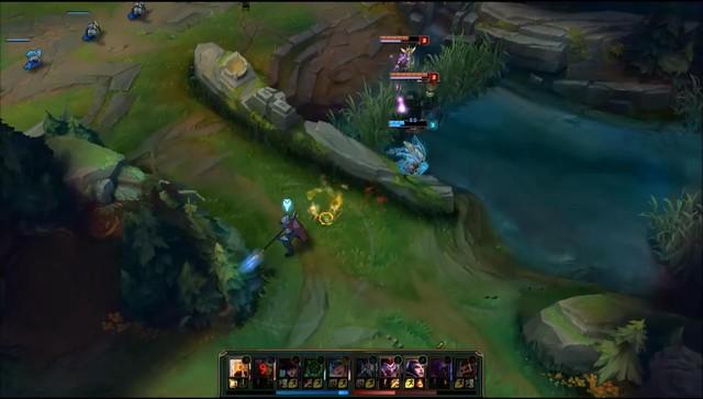 Azir quay trở lại khi đã dùng chiêu E qua tường.