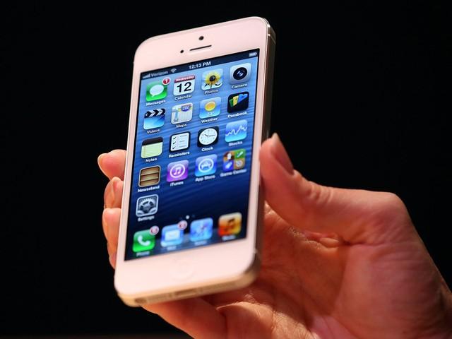 iPhone 5 là thiết bị di động đầu tiên của Apple không có cổng 30-pin
