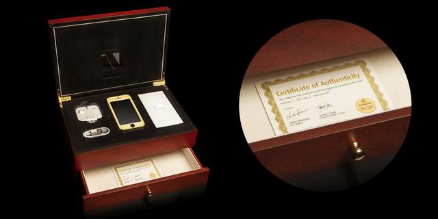 Giá của một chiếc Goldgenie iPhone SE từ 1500 Bảng Anh (hơn 47 triệu đồng) đến 54,4 ngàn Bảng Anh (1,7 tỷ đồng) với 364 viên kim cương được đính kèm tương đương 5,5 carat.