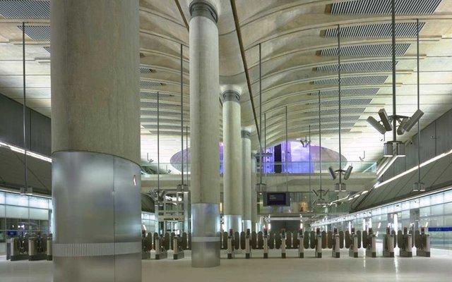 Những trạm tàu điện tại London...