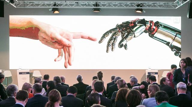 Các nguyên thủ quốc gia cùng khách mời tham gia một hội thảo về tác động của cuộc cách mạng công nghiệp thứ tư trong Diễn đàn kinh tế thế giới 2016 tại Davos, Thụy Sỹ.