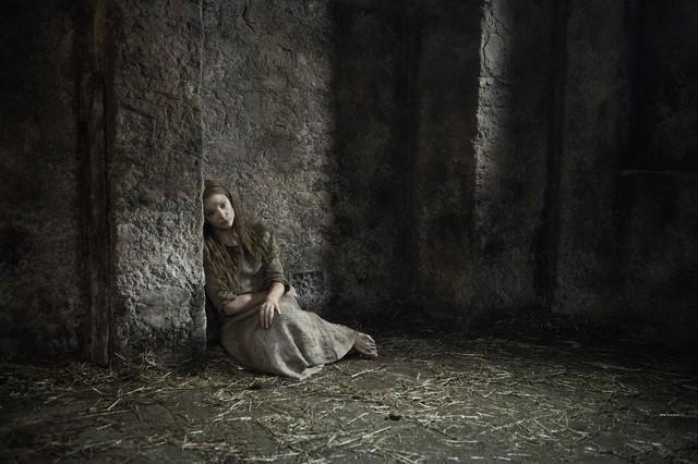 Bức hình gây nhiều tò mò về nữ hoàng Margaery Tyrell trong phần tới.
