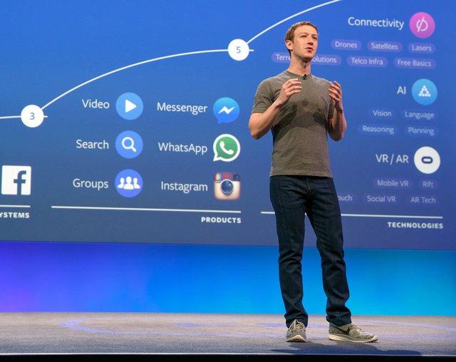 CEO Mark Zuckerberg chia sẻ lộ trình 10 năm của Facebook trên sân khấu F8