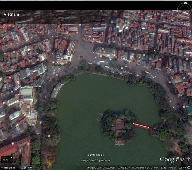 Một góc Hồ Gươm nhìn từ Google Earth.