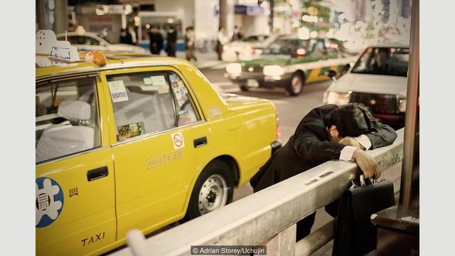 Người Nhật khá dễ dãi với việc ngủ nơi công cộng.