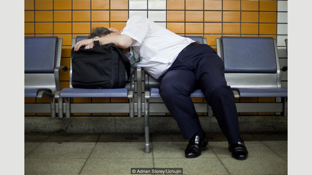 Thói quen inemuri được nhìn nhận khác hẳn với việc ngủ đêm, kể cả chợp mắt lấy sức.