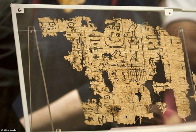 Văn bản giấy cói lâu đời nhât được tìm thấy tại Ai Cập, được mang ra trưng bày vào ngày 14 tháng 7 vừa qua.