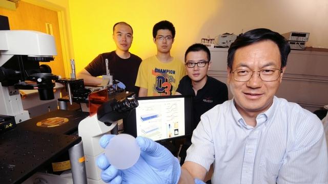 Giáo sư Zhong Lin Wang, đồng tác giả nghiên cứu tại Viện công nghệ Georgia, Hoa Kỳ