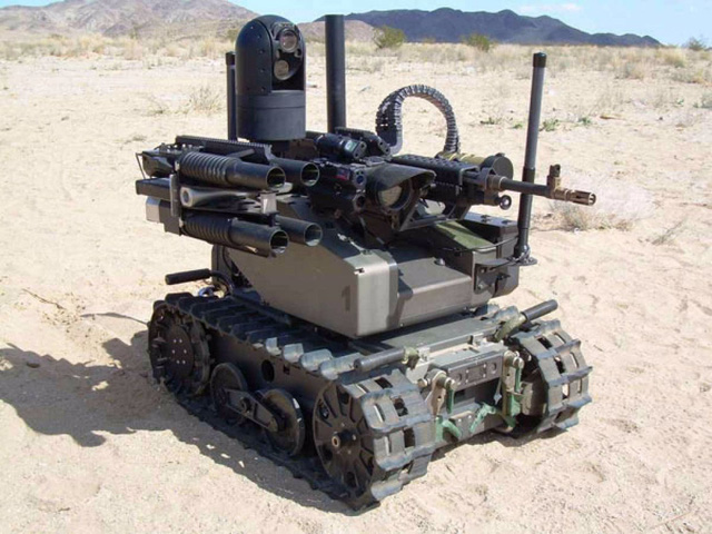Đây chính là Modular Advanced Armed Robotic System, hay còn gọi tắt là MAARS. Nó có thể được trang bị súng máy hoặc súng phóng lựu.