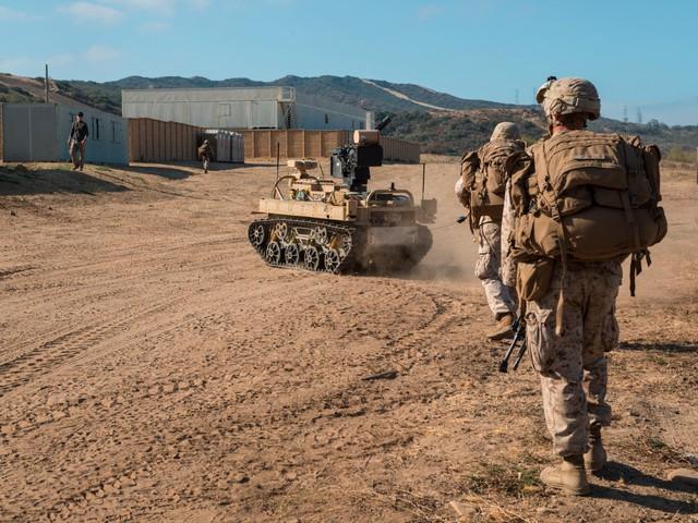 Ngoài MAARS thì Mỹ còn có một robot tương tự nhưng lớn hơn nhiều lần: Robotic Vehicle Modular/Combat Area Robotic Targeting (RVM/CART). Ngoài kích thước lớn hơn thì nó còn có thể được trang bị hỏa lực mạnh hơn nhiều với khẩu M134 Minigun.