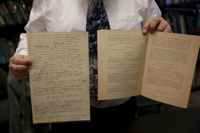 Những ghi chép của Einstein về sóng hấp dẫn năm 1916