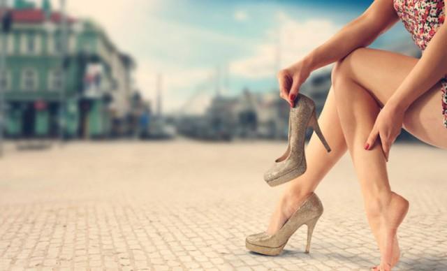 Đi giày cao gót khiến ngón chân biến dạng