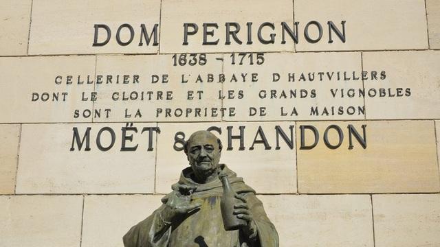 Tượng Dom Pérignon tại Moët et Chandon.