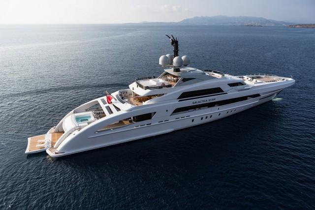 Du thuyền Galactica Star của hai ca sĩ Jay-Z và Beyoncé đã xuất trình trong chuyến du lịch vào 9/2015. Nó có giá 73 triệu USD và được thiết kể để phục vụ tốt nhất cho 12 người khách.
