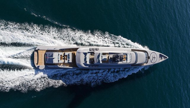 Silver Fast có bộ động cơ thông minh và thân thiện với môi trường, nó có thể di chuyển được 18.500km chỉ với một lần tiếp nhiên liệu. Du thuyền có giá 90 triệu USD.