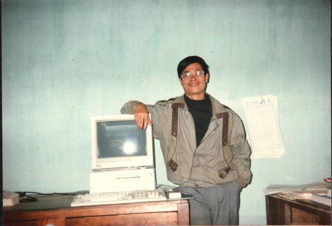 Thầy Ngọc bên dàn máy IBM XT 286 từng là món đồ cực giá trị thời bấy giờ.