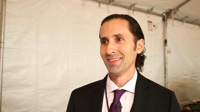 Tiến sĩ Justin Sanchez.