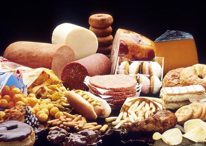 Bạn nên hạn chế lượng chất béo bão hòa trong chế độ ăn