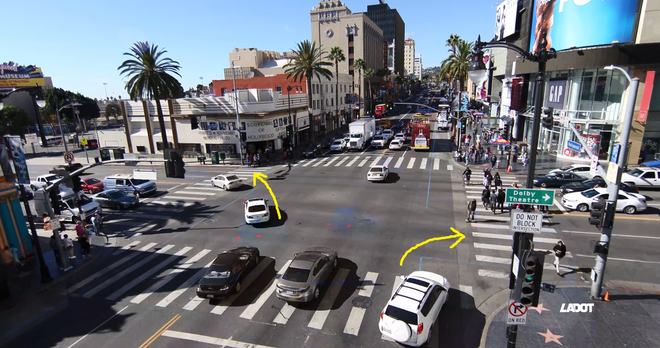 Thiết kế cũ của giao lộ: Các xe muốn rẽ rất dễ đụng phải người đang sang đường ở làn định rẽ vào, đặc biệt nguy hiểm nếu lái xe bị khuất tầm nhìn