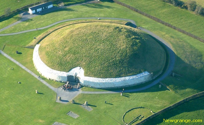 Khu khảo cổ Newgrange.
