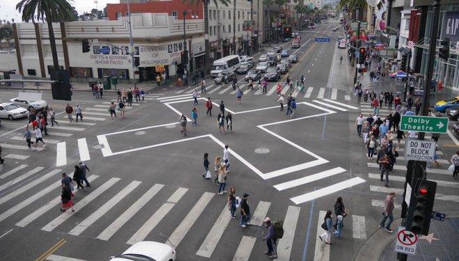 Thiết kế mới của giao lộ: Tất cả các phương tiện đồng loạt dừng lại từ mọi hướng khi người đi bộ băng qua, không còn tình trạng tranh lượt hay va đụng với người đi bộ