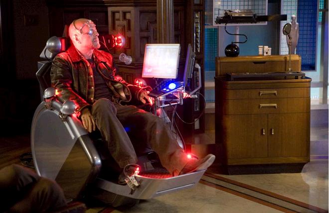 Bộ phim SURROGATE là lời cảnh báo cách sống của con người trong thế giới công nghệ.