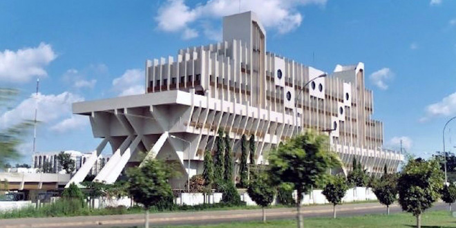 """Trụ sở Bộ Quốc phòng Nigeria được đặt tại thủ đô """"trên cạn"""" Abuja. Tại sao toà nhà này lại có hình giống chiếc thuyền? Vì ban đầu nó chính là Toà nhà Hàng hải."""