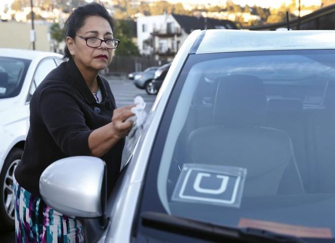 Các lái xe Uber muốn công ty ký hợp đồng chính thức với họ.