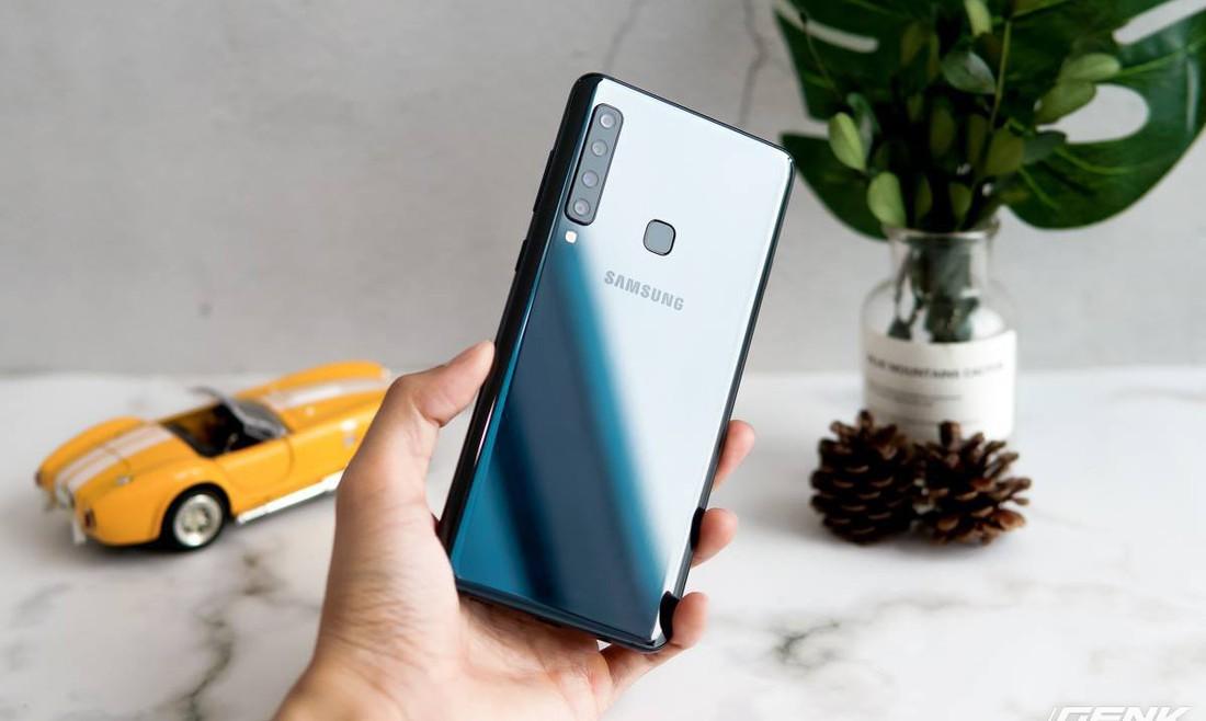 Thách thức smartphone Trung Quốc, Samsung ra mắt Galaxy A9 với 4 camera giá 12.49 triệu, tặng tai nghe Gear IconX (2018) giá 5 triệu