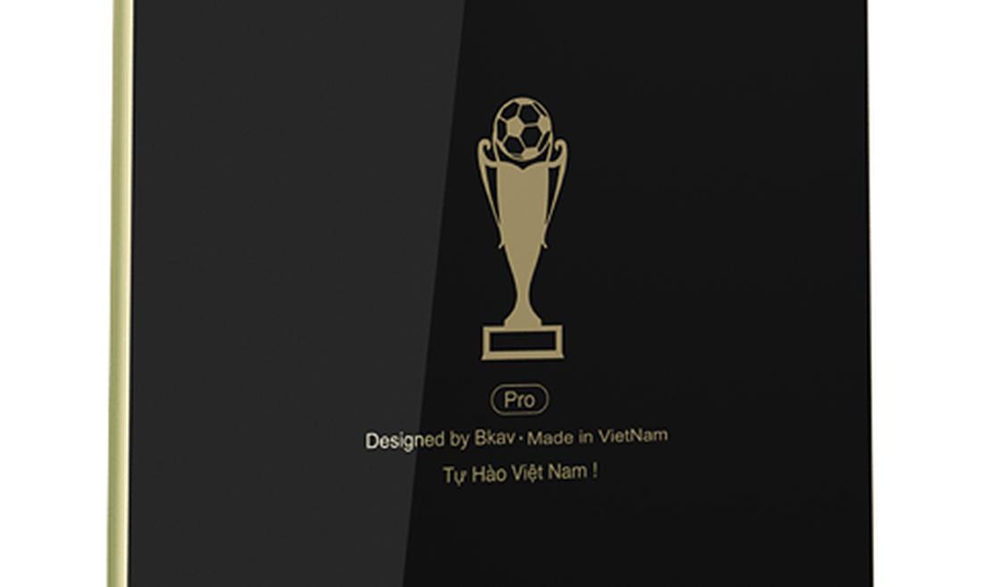 BKAV tung Bphone 3 bản đặc biệt mừng tuyển Việt Nam vào chung kết AFF Cup