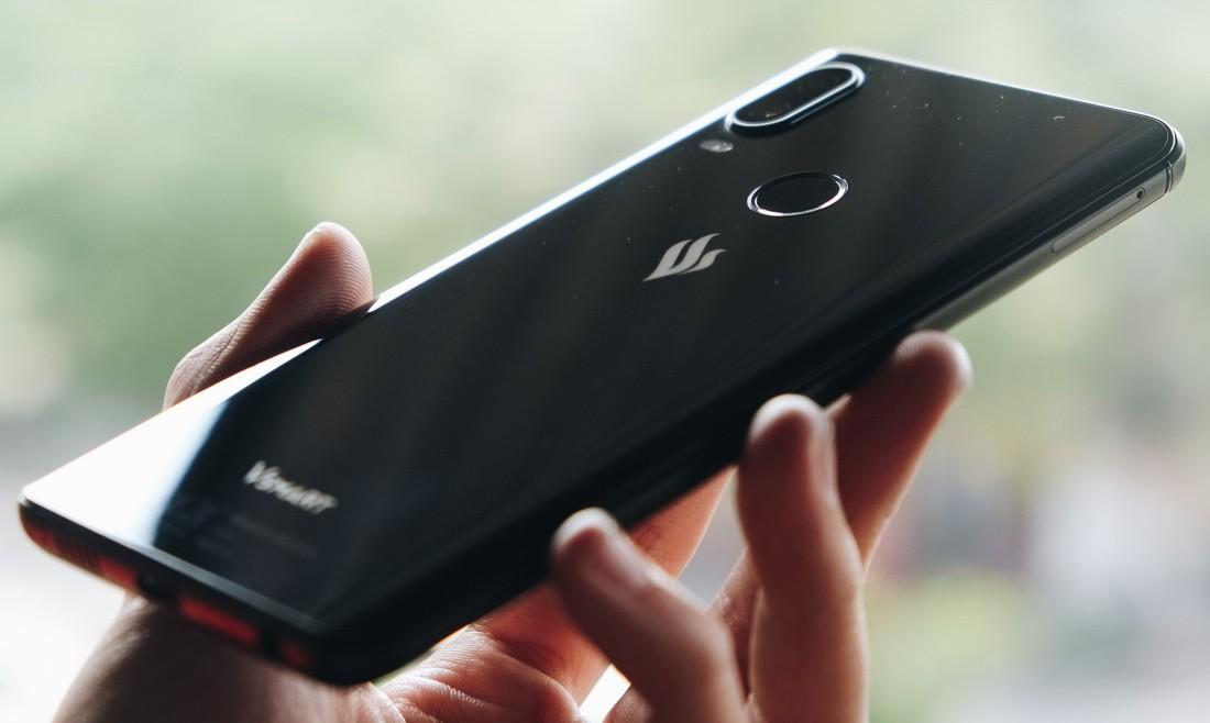 Mở hộp và trên tay Vsmart Active 1: Thiết kế đẹp, cấu hình mạnh, hậu mãi tốt, giá rẻ hơn cả điện thoại Trung Quốc