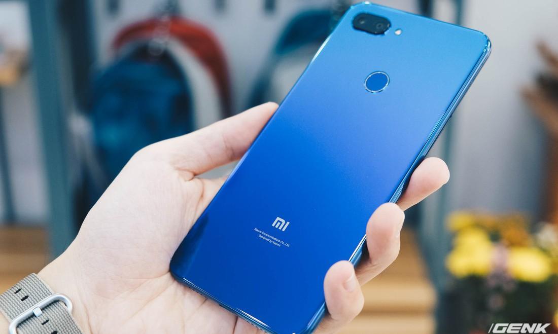 """Trên tay Xiaomi Mi 8 Lite giá từ 5 triệu: """"Đứa con lai"""" của Xiaomi và Huawei, hứa hẹn phá đảo phân khúc tầm trung"""