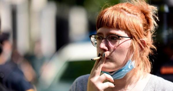 Đại dịch COVID-19 khiến 1 triệu người Anh sợ và bỏ thuốc lá