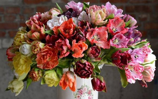 Nhìn những bông hoa mềm mại như thật thế này, bạn sẽ không thể ngờ chất liệu tạo nên chúng là gì đâu!