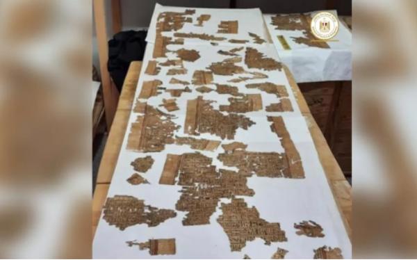 """Khai quật hầm mộ cổ nghìn năm tuổi ở Ai Cập, tìm thấy """"Cuốn sách của người chết"""" dài 4m"""
